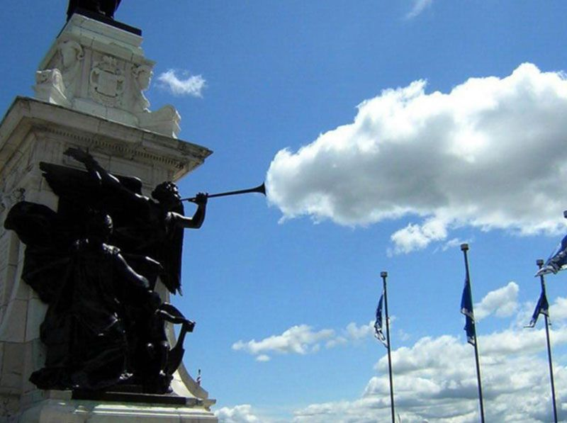 statue-cloud-perfect-timing-click