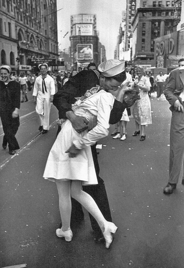 V-J Kiss in Times Square-by-Alfred Eisenstaedt