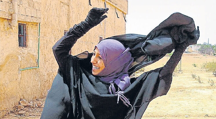 Woman takes off hijab after being liberated from IS